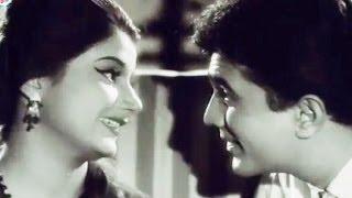 Rajesh Khanna's Affair With Pran's Sister - Aurat - Scene 16/25