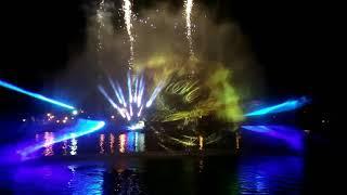 Мультимедийное шоу на водном экране