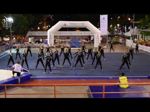 Street Gymnastics with Viborg GF Junior Girls Teamgym to Festival del Sole
