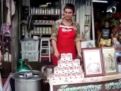 Skill Unik Penjual Minuman Pinggir Jalan Mirip Bartender Pro - FunVideos