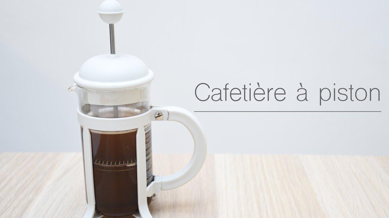 cafe dans une cafetiere a piston