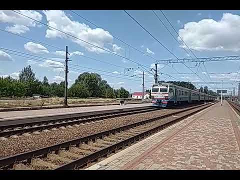 Модернизированный электропоезд ЭР2Р-7070 сообщением #6445 Харьков Левада-Лиман отправляется с Изюма