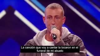 Homem timido canta para a avó no X factor