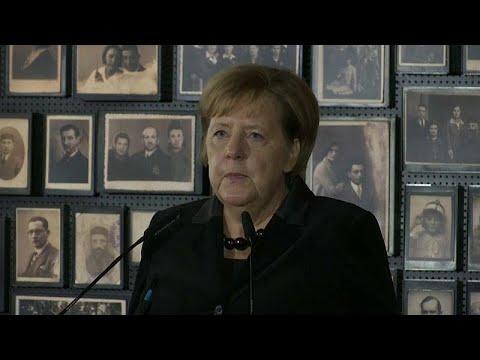 """Merkel: """"A Alemanha tem de assumir a culpa pelos crimes nazis"""""""