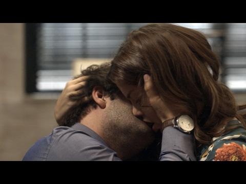 A Lei do amor Resumo: Tiago salva Marina de Tião e eles