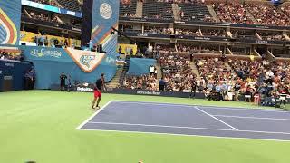 Federer' forehand hitting contest at Arthur Ashe kids day 2017
