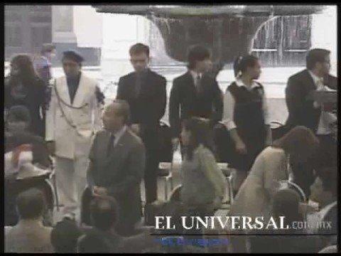 Increpa joven a Calderón en Palacio Nacional