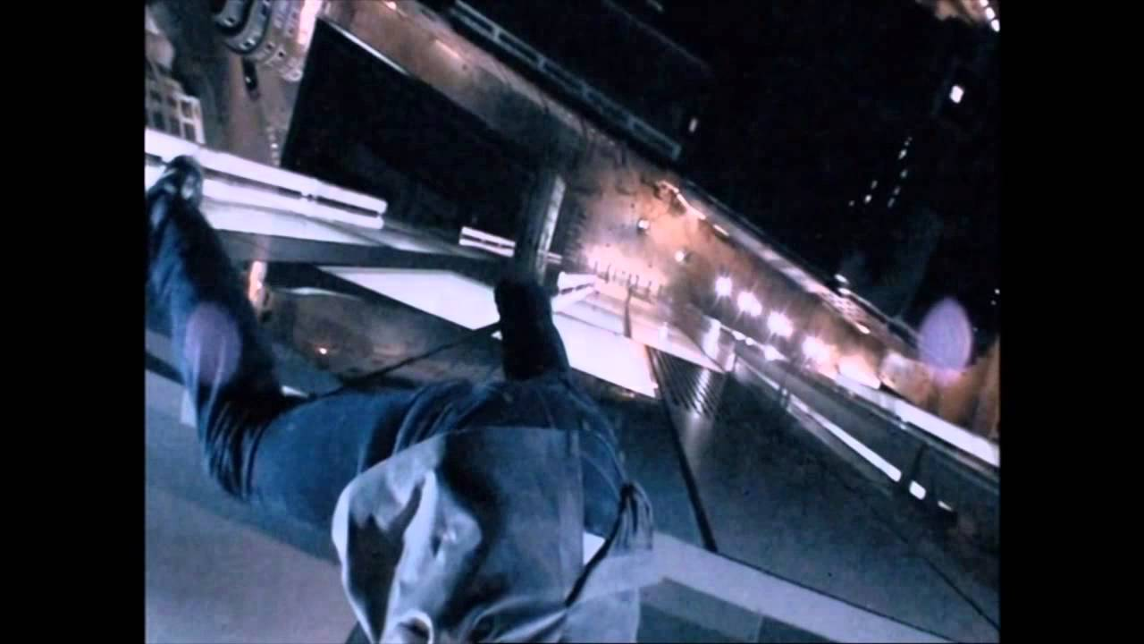 Download Jonathan Goodwin hangs from a building with just 2 fingers!