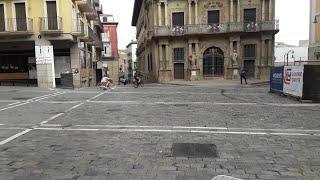 Vecinos de Pamplona salen a hacer ejercicio y pasear