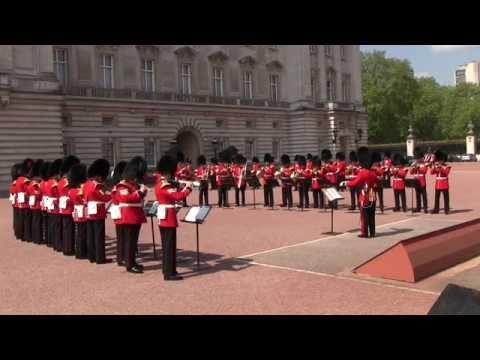 Changing the Guard at Buckingham Palace バッキンガム宮殿 衛兵交代式