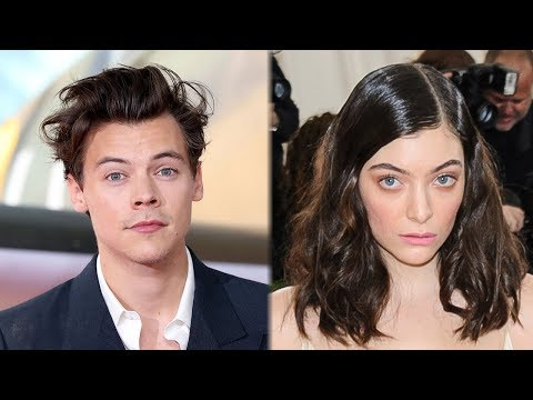 Harry Styles KISSES Lorde At 2017 ARIA Awards & Fans Freak Out