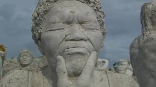 видео На дне Темзы появились скульптуры «всадников апокалипсиса»