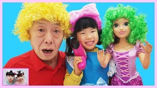 Yuni and Grandpa's beauty salon play 인어공주 미미 화장대로 라푼젤 인형을 꾸며줘요! BIG Rapunzel Doll & Kids Make Up 로미유