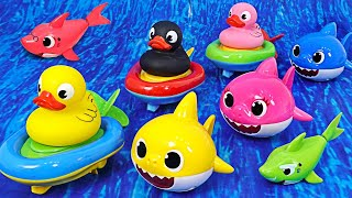 Duck boat and Shark family swim in the aquarium together! | PinkyPopTOY