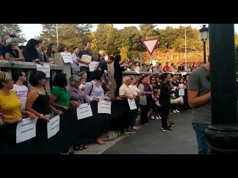 Concentración de repulsa contra el triple crimen machista en Valga