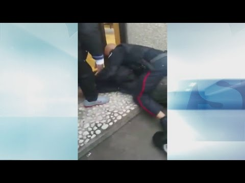 Crowd Confronts Officer During LCBO Arrest