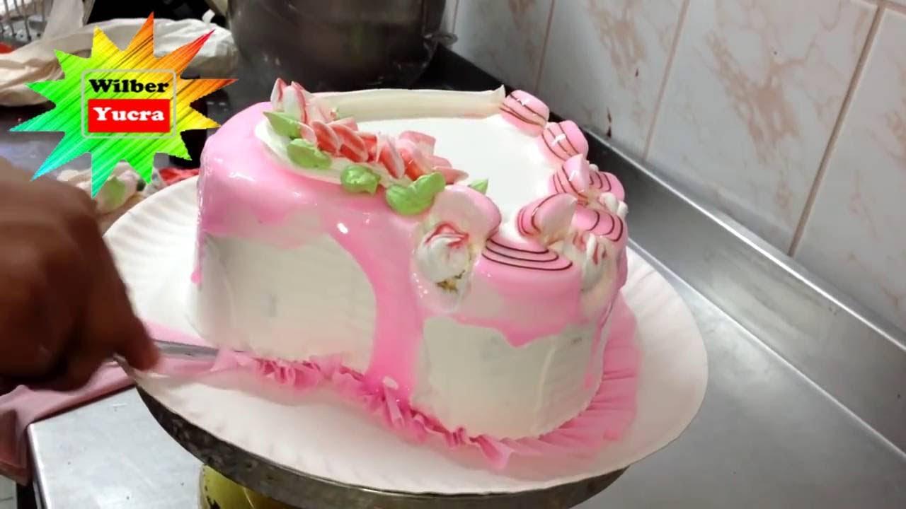Como decorar una torta en forma de coraz n para tu amor for Como decorar una torta facil y economica