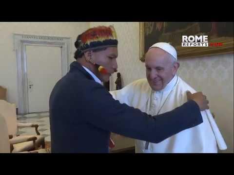 Pope meets Raoni,