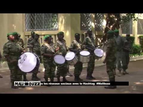 La Fanfare Militaire Et Le Drapeau National Malien