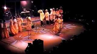 "Hira gasy Fun - STK FPMA PARIS (VOSTFR HD remasterisé :) extrait ""Who Am I"""