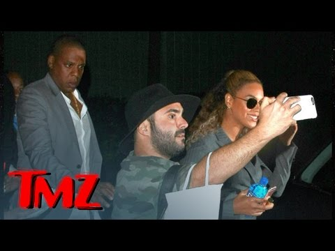 Jay Z -- Manhandles Crazed Beyonce Fan