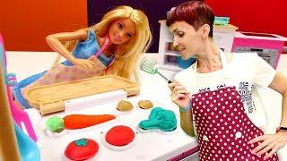 Кухня Барби - овощи и бургер Плей До - Видео для девочек.