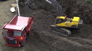 BIG RC Excavator Action. Komatsu, Volvo & Co working hard!