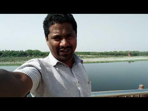 Taj mahal india's world famous monument