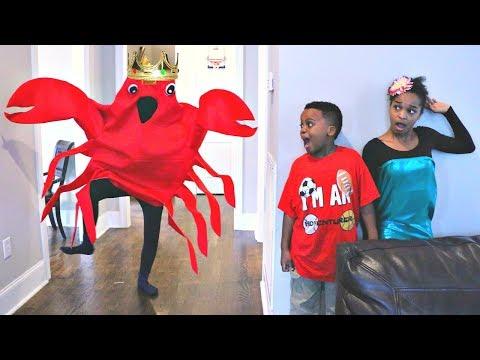 King Crab ATTACKS Bad Baby Shiloh and Shasha MERMAID!! - Onyx Kids