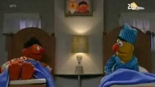 Bert en Ernie - Ernie zingt over zijn tenen