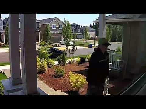 Package thief dressed as FedEx employee sought by Clackamas County deputies