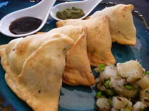 samosa---indian-appetizer-recipe-|-show-me-the-curry