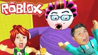 БАБУШКА СОШЛА С УМА и хочет нас съесть ПОБЕГ ОТ ЗЛОЙ БАБУШКИ в ROBLOX для детей KIDS CHILDREN