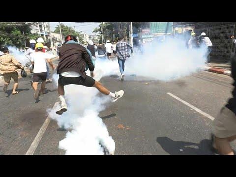 شاهد: قوات الأمن تطلق الرصاص على المتظاهرين في ميانمار  - 14:00-2021 / 3 / 2