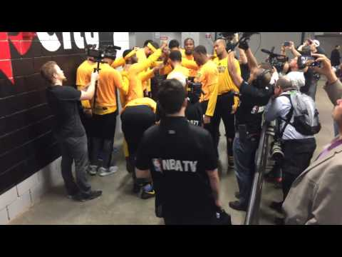 Golden State Warriors (3-0) pregame tunnel huddle + run incl Kevin Durant dance move, Game 4 vs POR