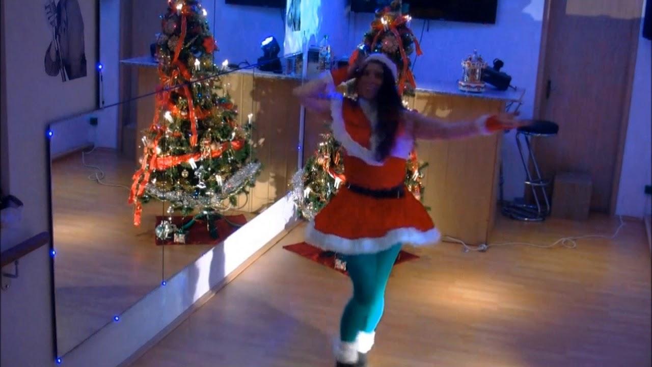 Miley Cyrus Rockin' Around The Christmas Tree Lyrics Weihnachtstanz 8 - YouTube