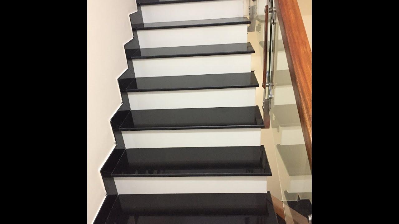 cầu thang đá đen cổ trắng