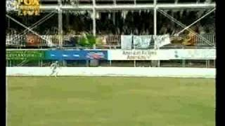 Ugliest Australian cricket incident, disgraceful Glenn McGrath & Ramnaresh Sarwan 2003 4th test