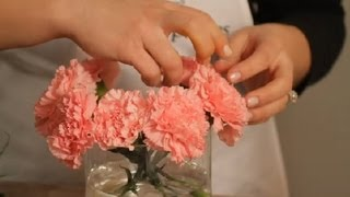 How To Make A Carnation Vase Arrangement : Flowers & Centerpieces