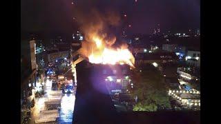 أخبار عالمية | 70 رجل إطفاء يكافحون حريقاً في سوق كامدن لوك الشهير في #لندن