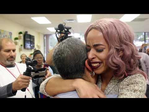 Gaby Calderon - Video: Familia boricua en Orlando recibe regalo de navidad inesperado...