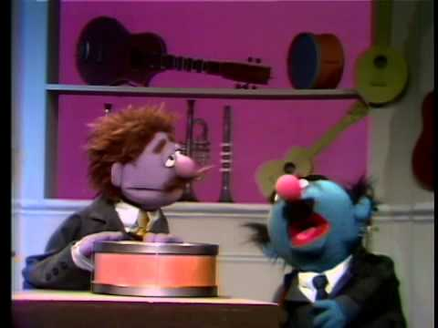Classic Sesame Street: Sim Soundman goes to the Music Store HQ