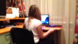 видео Ребенок боится оставаться один дома.