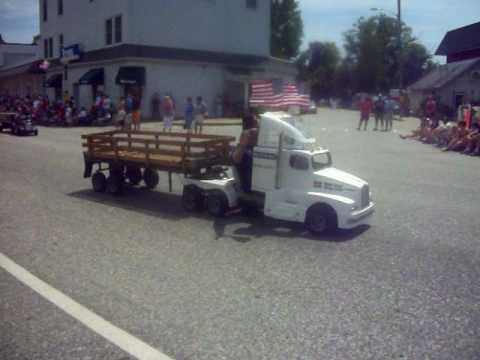 fourth of july parade shriners mini trucks youtube. Black Bedroom Furniture Sets. Home Design Ideas