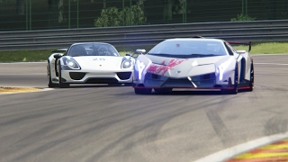 Battle Lamborghini Veneno vs Porsche 918 Spyder Racing at Spa-Francorchamps