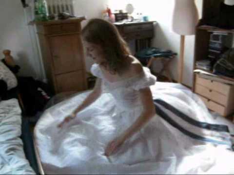 Under wedding dress sit on face - 4 6