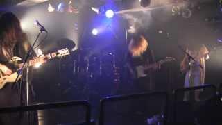 都内を中心に活動中の4ピースバンド。 東京、茨城、沖縄出身のメンバー...