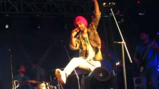 Download Hindi Video Songs - DILJIT DOSANJH 5 TAARA live by JINDER VIRK 2016