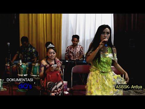 AKU SAYANG BANGET SAMA KAMU - Ardiya - diQ's feat Andrian takdut