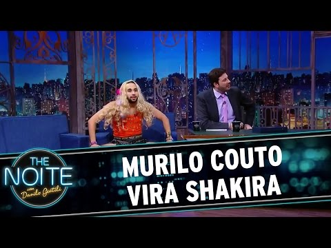 The Noite (14/03/16) - Murilo Couto Agora é... Shakira!